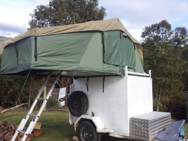 For Sale-Camper/bike trailer enclosed 6X4 with rooftop tent